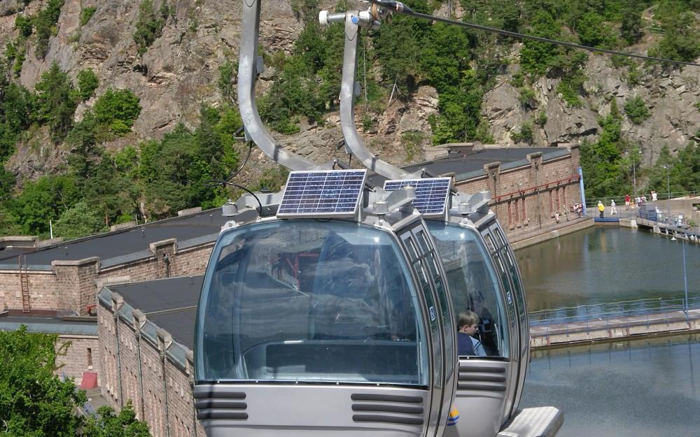 Linbanekorgar på väg över kanalen